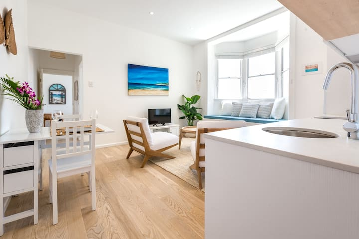 Gorgeous Coogee Beach Apartment ☆Mins from Beach☆