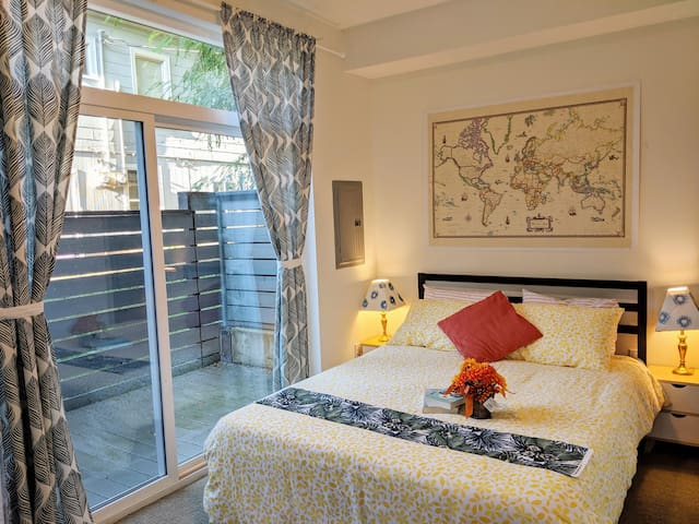 Cozy private bedroom at the heart of Seattle