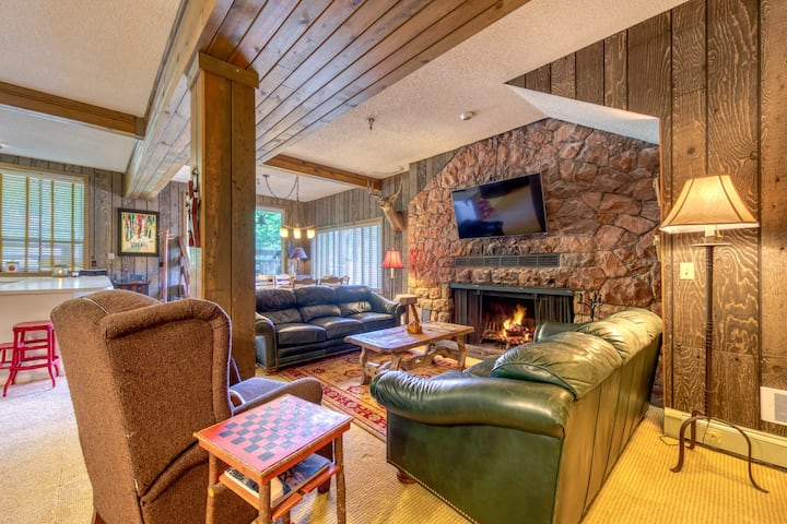Historic lodge w/ fireplace & shared games - close to Skibowl