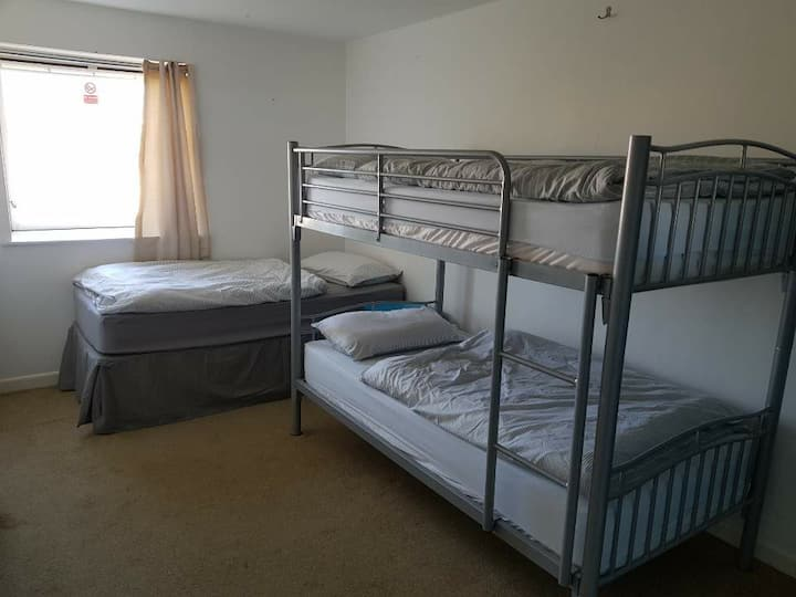 Blue Room Hostel Newquay 3 bed dorm
