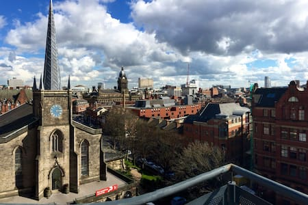Sunny apartment with great view and rooftop lawn - Leeds