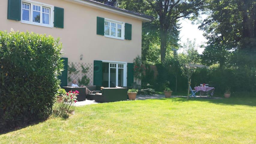 Familienhaus mit grossen Garten - Ruhige Lage