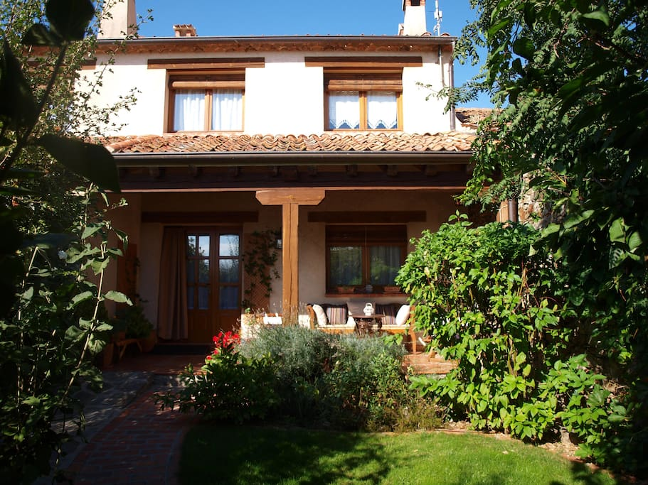 Agritourism to 8 km of segovia houses for rent in - Casa con porche ...