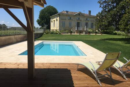Charming Wine Property near Saint-Emilion with new pool