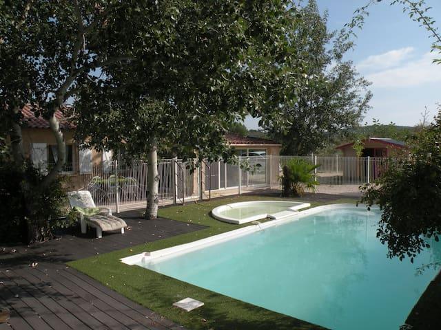 villa, piscine et jacuzzi pour 10 - Rousson - Villa