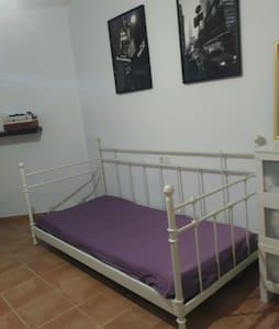Fantásticas habitaciones en chalet - House