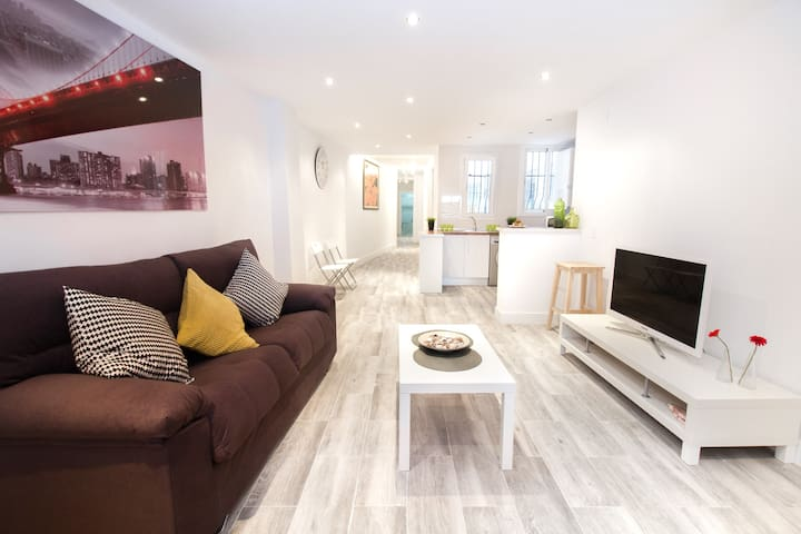 Large, spacious, refurbished, modern - the perfect combination!
