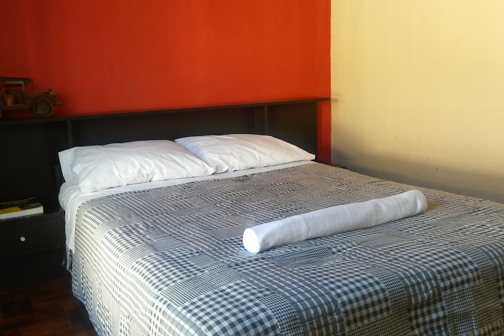 V3 - Habitación - Mobiliario - Espejo + Sofá.