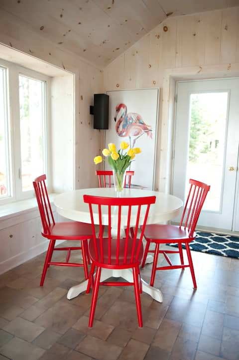 Beach House Cottage Getaway on the Ottawa River