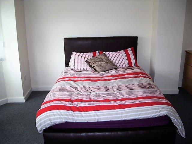 Birmingham Guest House 12, Room 3 - Oldbury - Guesthouse