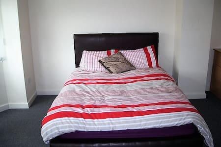 Birmingham Guest House 12, Room 3 - Oldbury