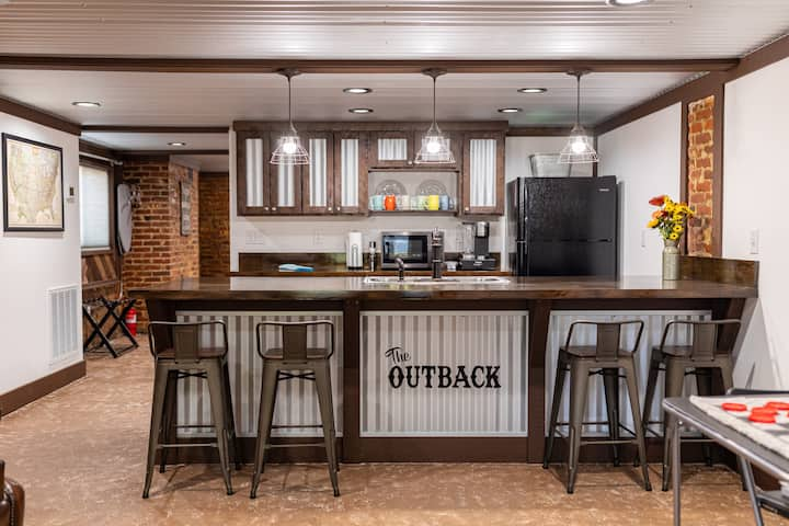 The Outback Rustic Escape, Troy AL