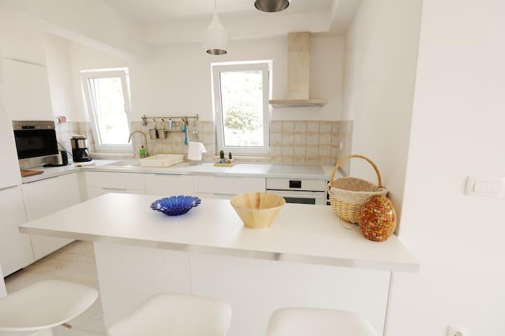 A beautiful home in Drvenik!