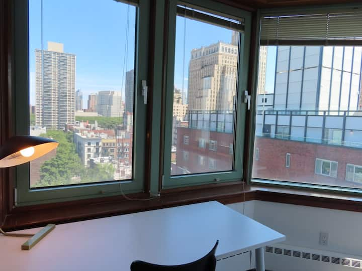 Brooklyn Heights apartment with Views!