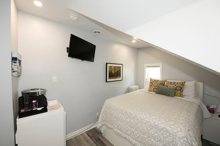 Serene Niagara Inn - PINE Room