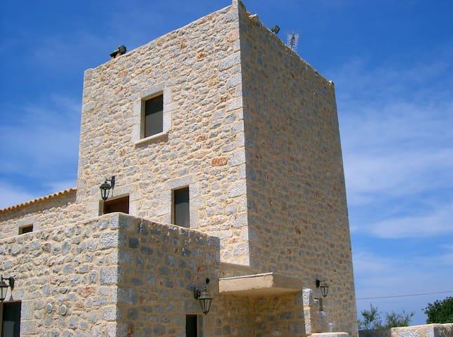 ΠΑΡΑΔΟΣΙΑΚΟΣ ΠΥΡΓΟΣ ΜΑΝΗΣ - Areopoli - Castle