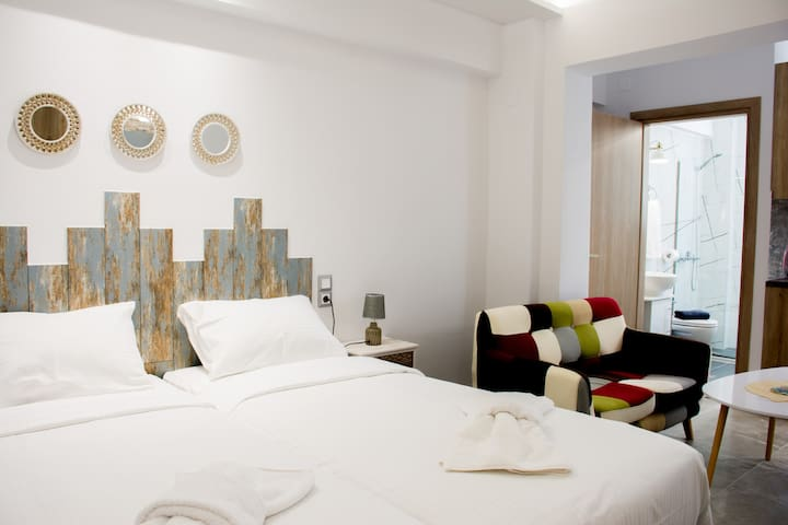 Semes Luxury Apartments (Studio) by Checkin