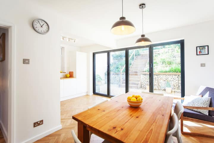 Room in stylish house with free street parking