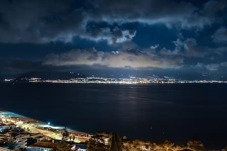 bilocale con veranda sullo stretto di Messina