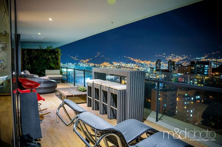 ENERGY LIVING , CITY VIEW!!! PRIVATE JACUZZY!!