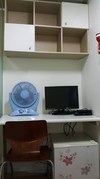 책상, 의자 TV, 냉장고, 선풍기 Desk, Chair TV, Refrigerator, Fan