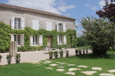Stay in an authentic newly renovated French manoir - Hautefage-la-Tour - Bed & Breakfast