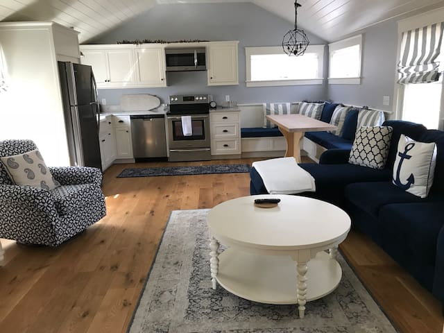 Cozy new home in Edgartown minutes from downtown