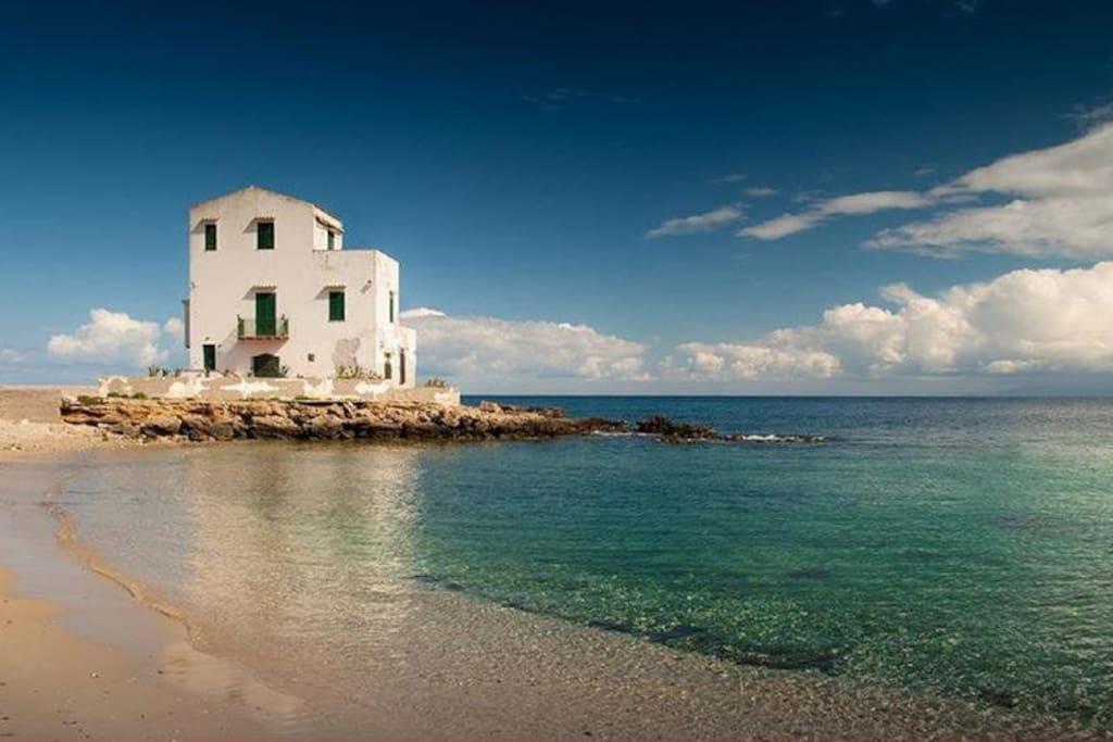 Casetta bianca sant 39 elia case in affitto a santa flavia for Case arredate in affitto porticello