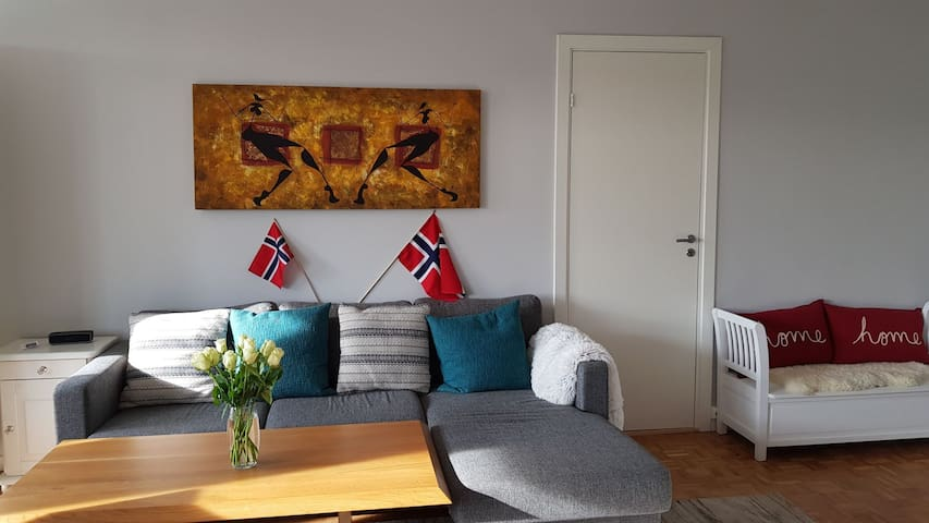 Bekkestua 3 BR luxury flat. 17 mins to Oslo Center