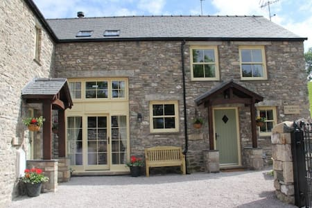 HELM MOUNT LODGE, Barrows Green, Kendal, South Lakes - Kendal,  - Дом