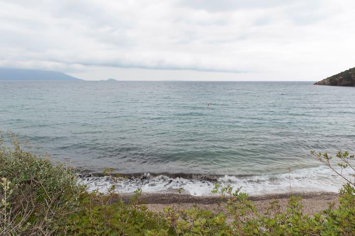 Σάμος Λιμνιώνας...Πέτρινο σπίτι στην θάλασσα