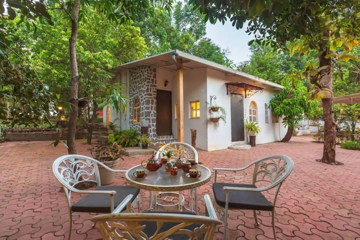 Elfreda-Luxurious studio Cottage in Vikramgad