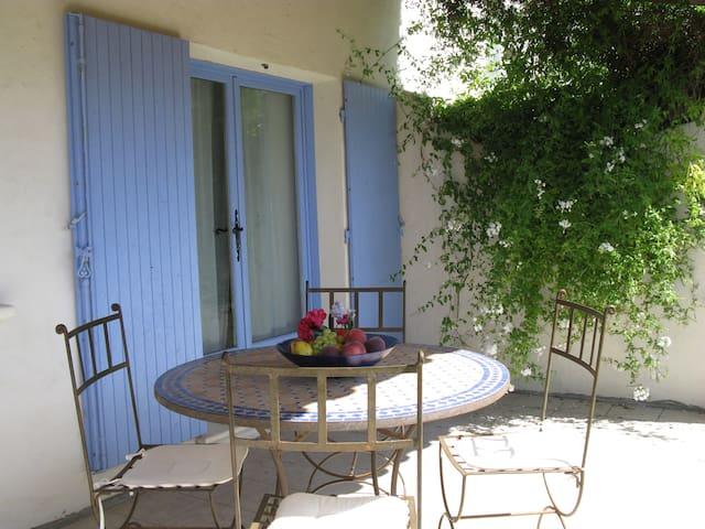 Gite tranquille à la campagne 2 -4 pers, terrasse