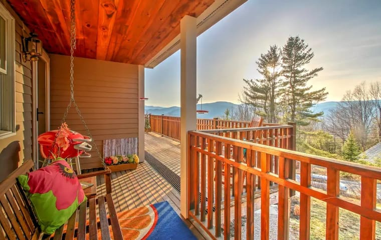 4 BR Jackson home. 180° mountain views! Love dogs!
