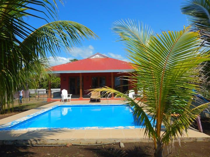Playa Tesoro Casa Roja w/ Pool