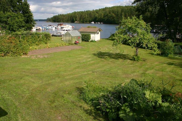 Savonlinna, rannalla 5 vuodepaikkaa, sauna, vene