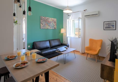 Panos' Spacious Apartment in Old Town