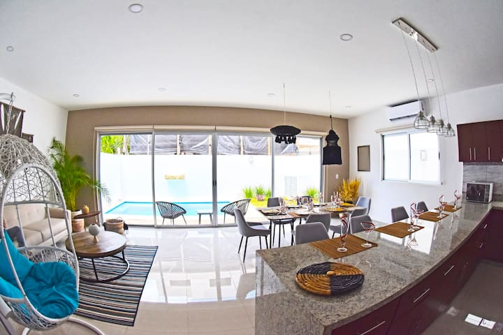 AMAZING 4BR 5B PRIVATE POOL CLOSE TO AIRPORT BEACH