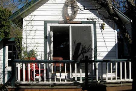 Garden Cottage in Wine Country - McMinnville