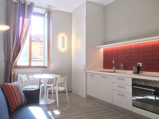 Spacious, newly renovated, 3 mins' walk from Duomo