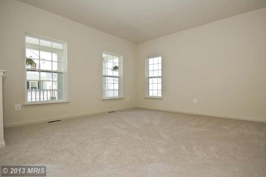 See the Size of the room! 여기가 거실이구요, 같은사이즈의 방입니다.