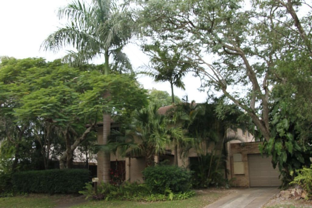 Retro Style Residence on Beautiful Park