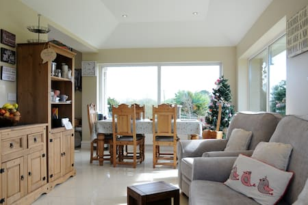 Ring of Kerry-Dingle Ensuite Room Bed + Breakfast1