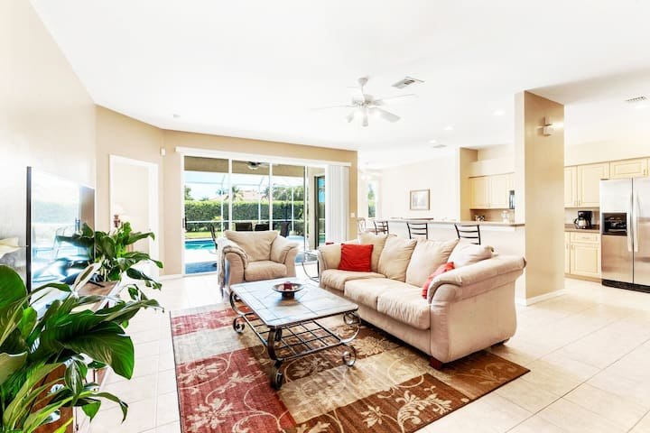 Upscale Two Bedroom Home with Pool in Fort Myers