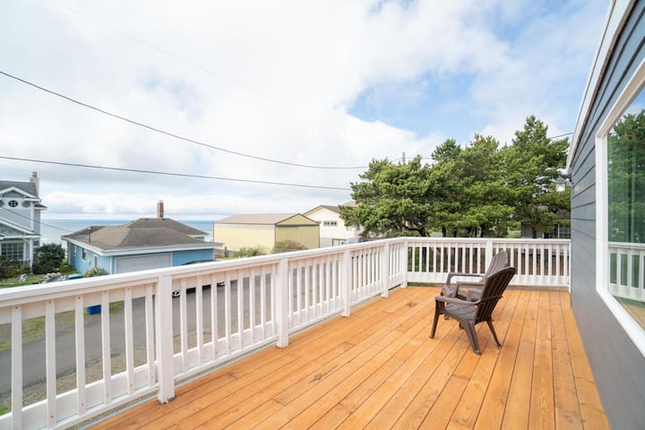 "Comb the Sands From ""Avery Beach House"" a Newly Renovated 4 Bedroom Home!"