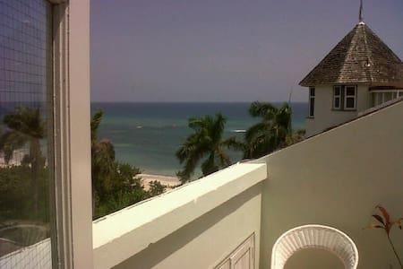 2 BR beach penthouse apartment (A2) - Apartemen