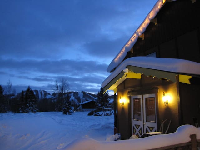 Powder Hound Lodge, Room for 6 - 4 twin & queen