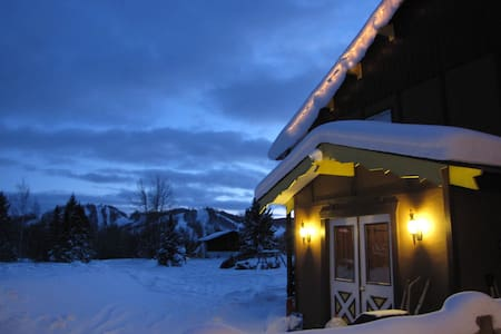 Powder Hound Lodge, Room for 6 - 4 twin & queen - Bessemer - Bed & Breakfast