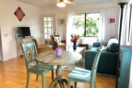 Beautiful Cozy Cottage - 15 minutes to beaches!