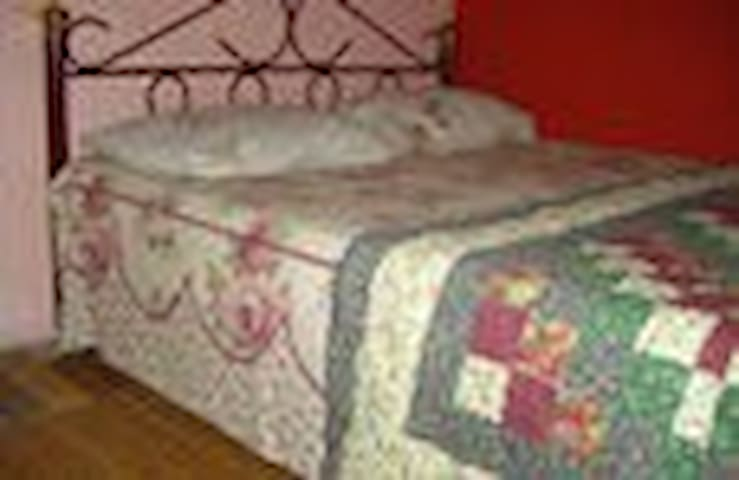 Queen size bed for 2 people